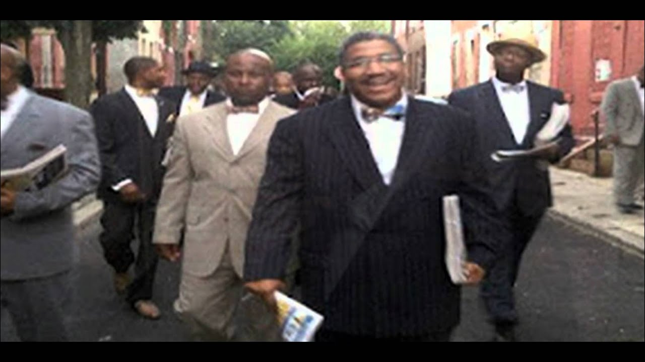 Minister Farrakhan Leads the FOI into the Community