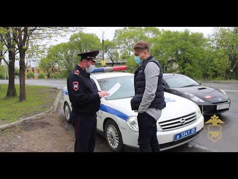 Полиция оштрафовала уссурийского супермена и водителя, который прокатил его на крыше авто