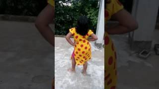 Download Video দেখুন সবাই ছোট মেয়ের মন পাগল করা নাচ MP3 3GP MP4