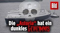 Schiff im Hamburger Hafen bringt dunkle Vergangenheit mit