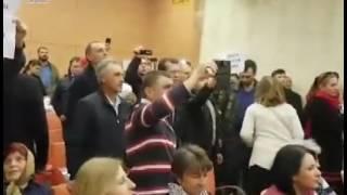 V-ati vandut lui Putin. Dodon, nu uita, diaspora nu e a ta!