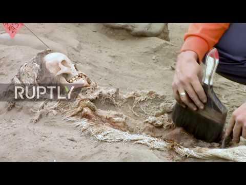 Peru: Archaeologists unearth mass child sacrifice site