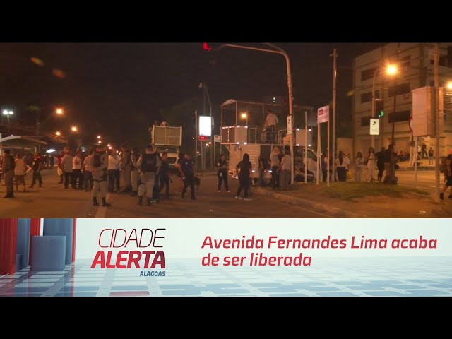 Avenida Fernandes Lima acaba de ser liberada, depois de protesto