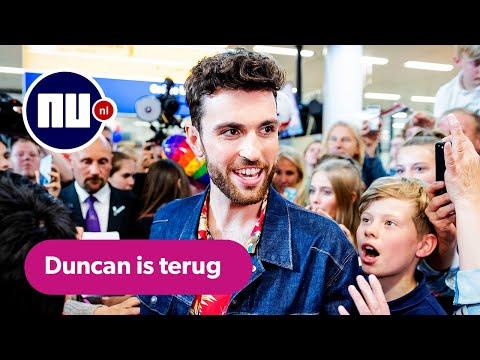 Duncan Laurence feestelijk onthaald op Schiphol door fans en familie