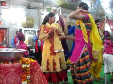 Teri Jamna Da Mitha Mitha Pani Matkiya Bhar Lain...