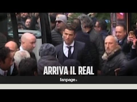 A Napoli arriva il Real, centinaia di tifosi inseguono il bus. E c'è chi li insulta