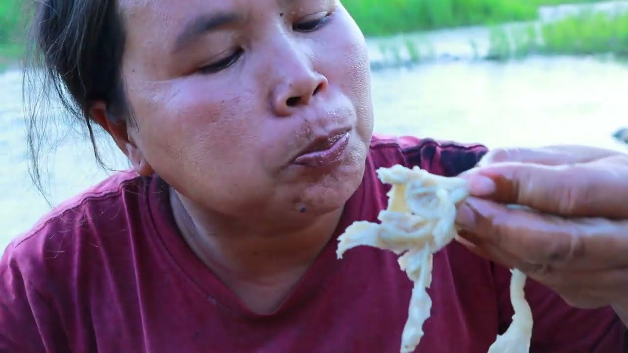 survival in the rainforest-women found big head animal in river -Eating delicious HD