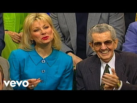 Bill & Gloria Gaither - Looking for a City (Live)