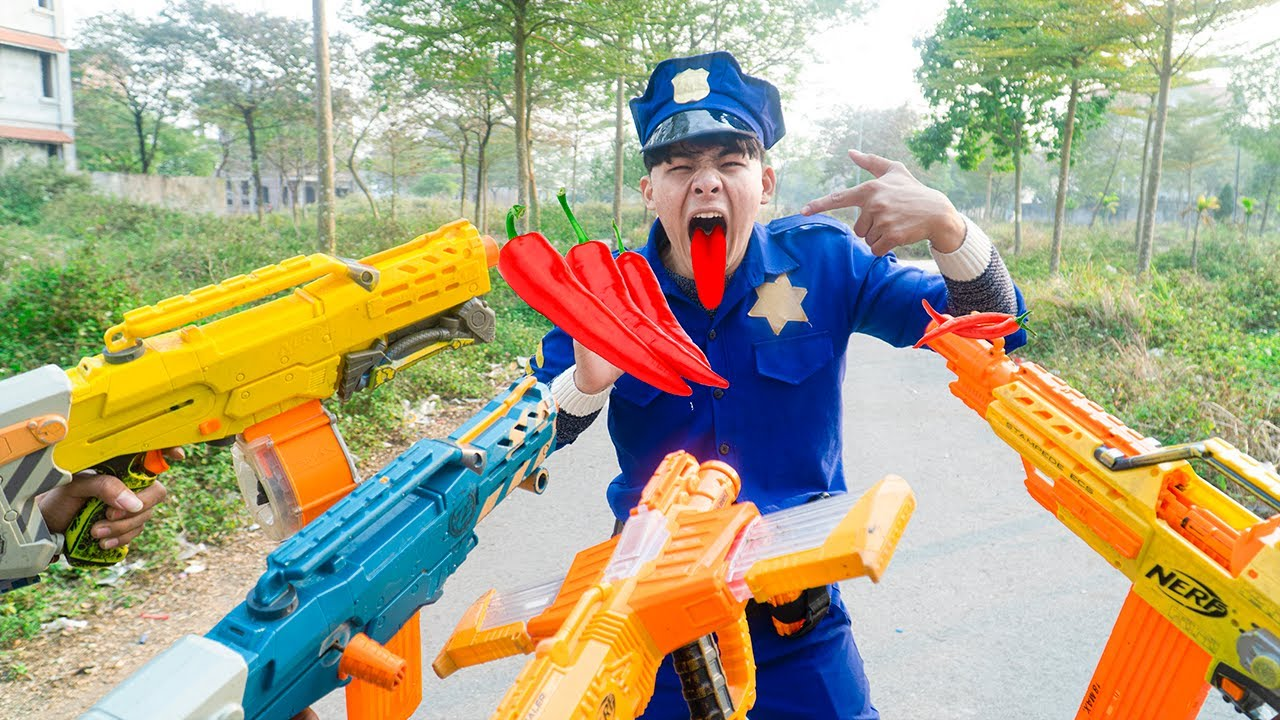 Battle Nerf War POLICE COMPETITION Nerf Guns Two Idiots SELLING MACHINE CHILI PEPPERS BATTLE NERF