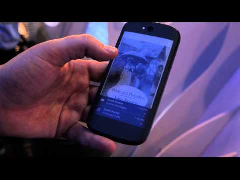[MWC 2014] Hands-On With The Dual-Display YotaPhone 2