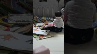 9개월 아기 책보는 아기 책장넘기기