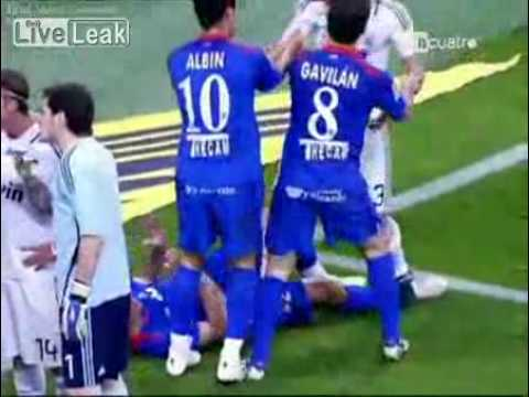 soccer player Pepe goes crazy and commits a huge foul 2009