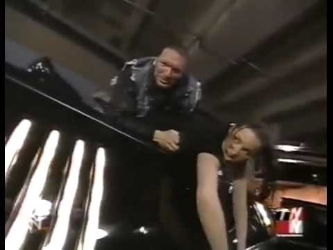 Download Trish Stratus & Stephanie McMahon Limo Fight RAW February 19, 2001