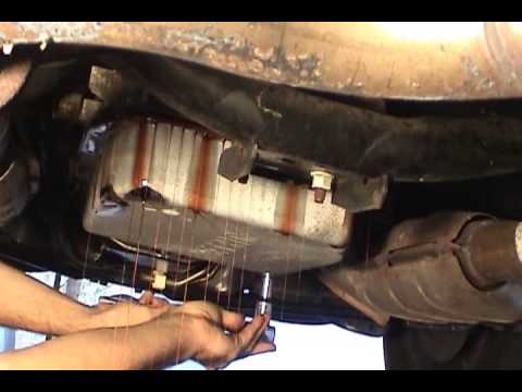 changing a fuel filter in a ford crown victoria lx ford f 250 fuel filter location #11