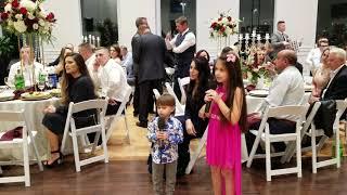 Трогательно дети спели на свадьбе у сестри. Самая красивая Вероника. Wonderful kids singing at weddi