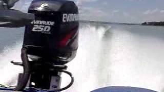 Bass Boat - Quest Z-21