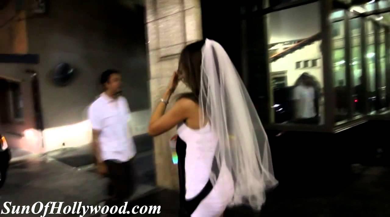 Ferngesteuerter Vibrator in der Unterhose einer Braut