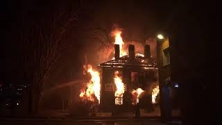 Дом горит на Промышленной в Петрозаводске ЂЂЂ20180501