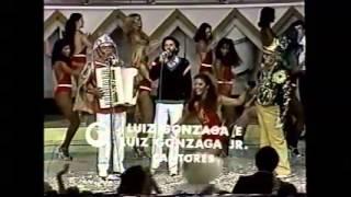 Gonzaguinha e Gonzagão no programa do Chacrinha