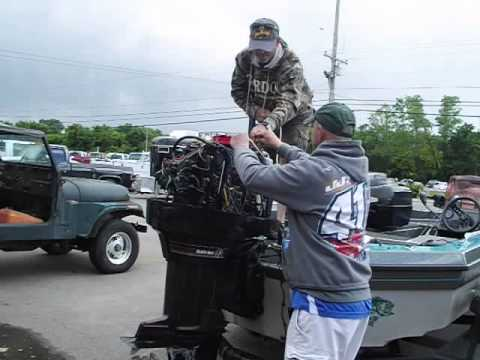 Pull Starting A Mercury Black Max V 6 Outboard Engine