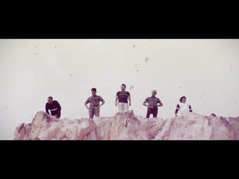 MONALYSSA - Dua Kaki Berlari (Official Music Video)