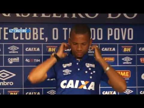 Diretor de futebol Thiago Scuro apresenta Edimar, novo lateral esquerdo da Raposa