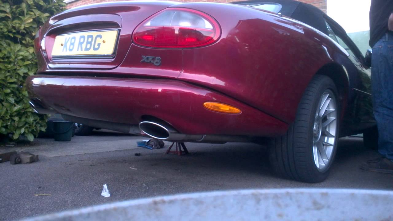 Jaguar XK8 exhaust sound with straight rear pipes (no back box)