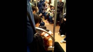 Питерское метро  Парень отжигает! Смотреть до конца! Прикол