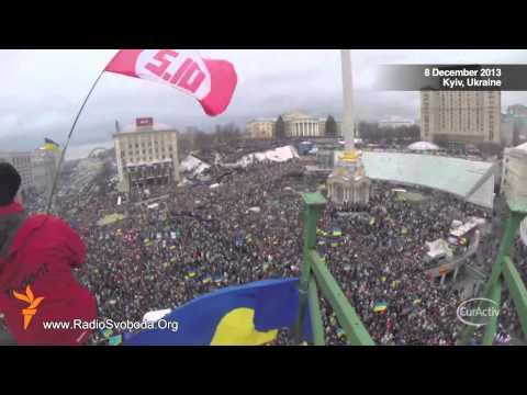 Ukrainians march in Kiev in anti-government, pro-EU protest
