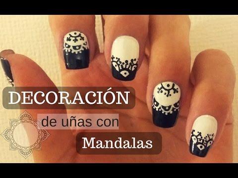 Decoracion De Unas Mandalas En Blanco Y Negro Nail Decoration