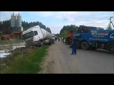 Грузовая эвакуация ДТП в г.  Гагарин.  Дальше машина ушла своим ходом