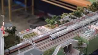 鉄道模型 E233系0番台に2階建てグリーン車連結