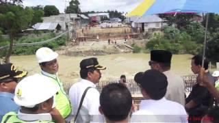 Gubernur Gorontalo saat Meninjau Salah Satu Proyek Jembatan yg ada di Kab  Pohuwato