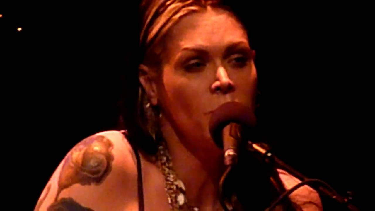 beth hart 08 la song out of this town arnhem youtube. Black Bedroom Furniture Sets. Home Design Ideas