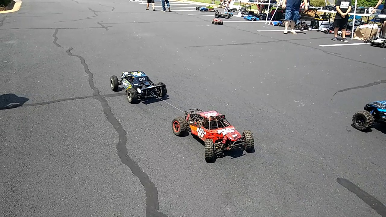 Losi desert buggy xl e 4wd electric vs losi desert buggy xl 4wd gas in a tug of war