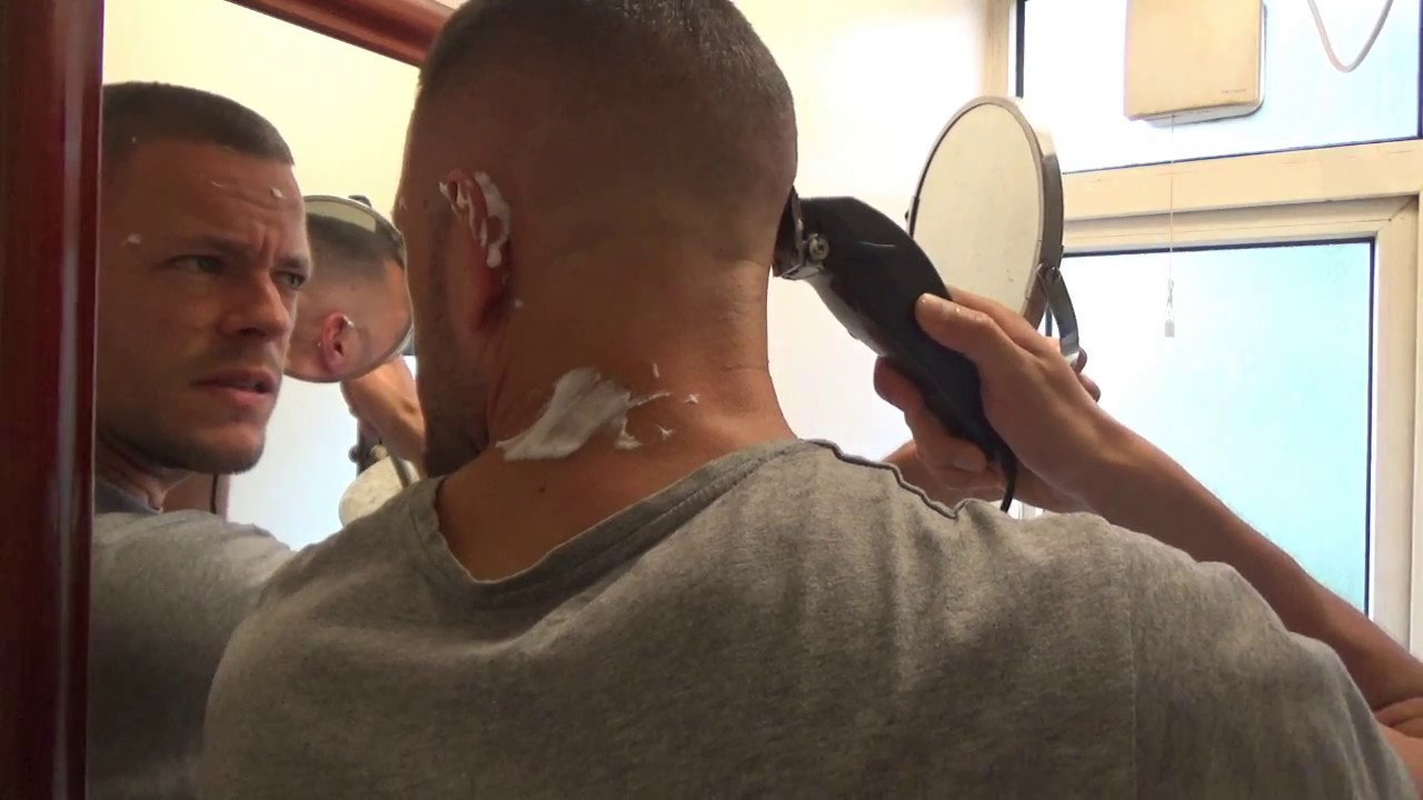 Self barber how to cut your own hair skin fade youtube solutioingenieria Images