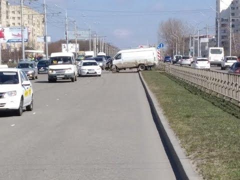 В Ставрополе «Газель» врезалась в отбойник