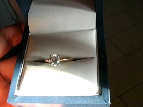 Engagement ring : 1 carat leo diamond