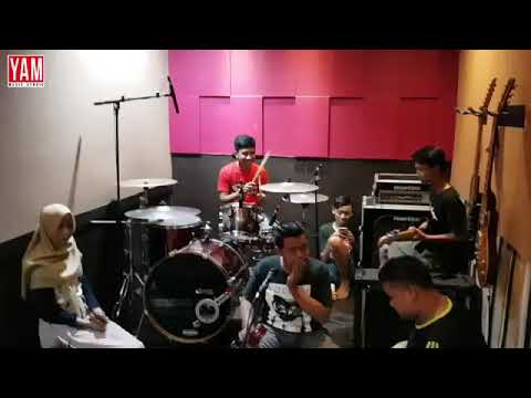 Download Halesta music generation (cover) oy adek berjilbab biru
