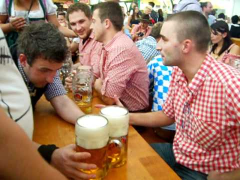 Oktoberfest enseñando a los alemanes a beber cerveza.avi ...