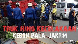 Truk Hino Kecelakaan Dijalan Kamboja Kebon Pala Dievakuasi Oleh Damkar Jakarta Timur