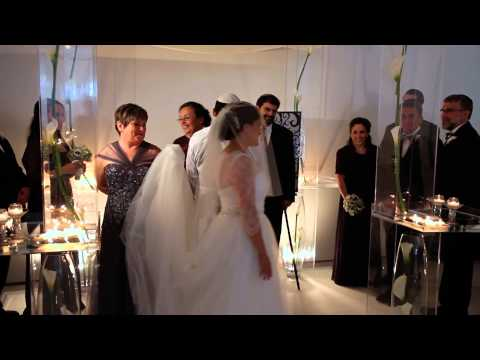 Shoshanna + David A Modern Jewish Orthodox Wedding at Spertus