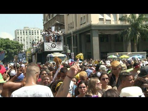 Bola Preta leva multidão ao Centro do Rio