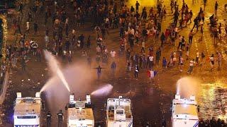 Polizei räumt Champs-Élysées