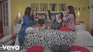 Смотреть клип Kally's Mashup Cast, Maia Reficco Ft. Sara Cobo - La Vida Con Amigas