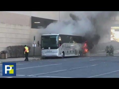 Bomberos luchan por extinguir las llamas que consumen un autobús en Connecticut