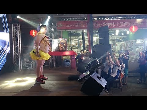 Large Chinese New Year Singer Attracts BIG Crowd