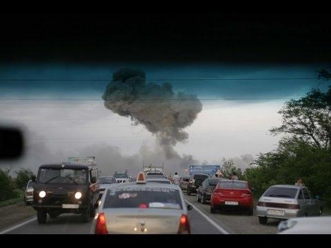 Взрывы в Чапаевске на трассе. Осколки падают на машины на трассе в Чапаевске.