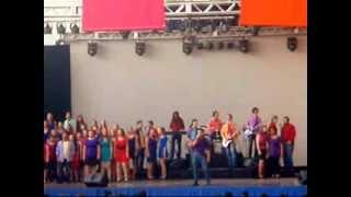De Que Color Es La Piel De Dios - Viva La Gente (Up with People)