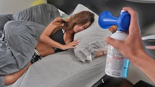 Repeat youtube video AIRHORN PRANK ON SLEEPING GIRLFRIEND!